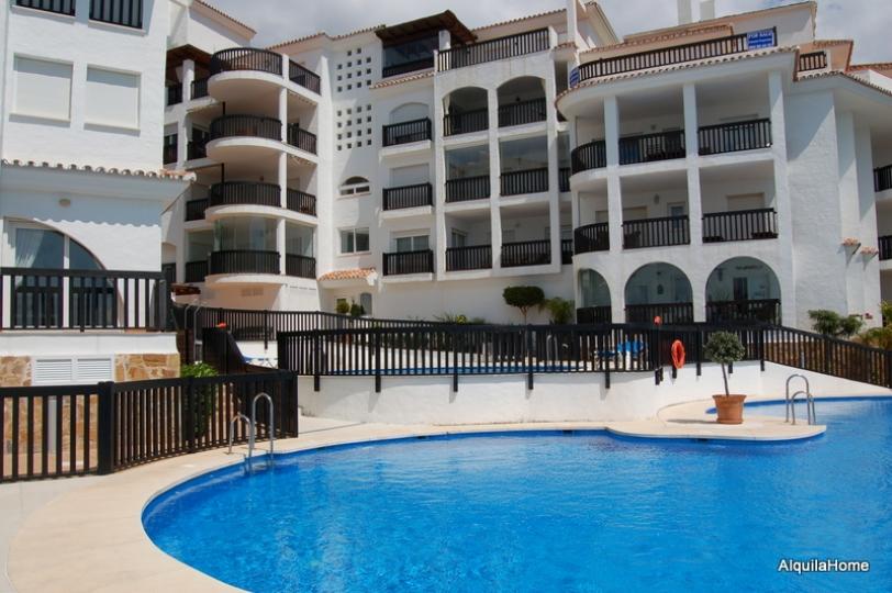 Casa vacacional con piscina en m laga apartamento con for Casas con piscina en malaga